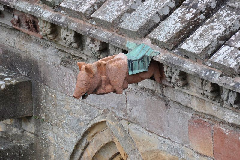 Melrose_Abbey_pig